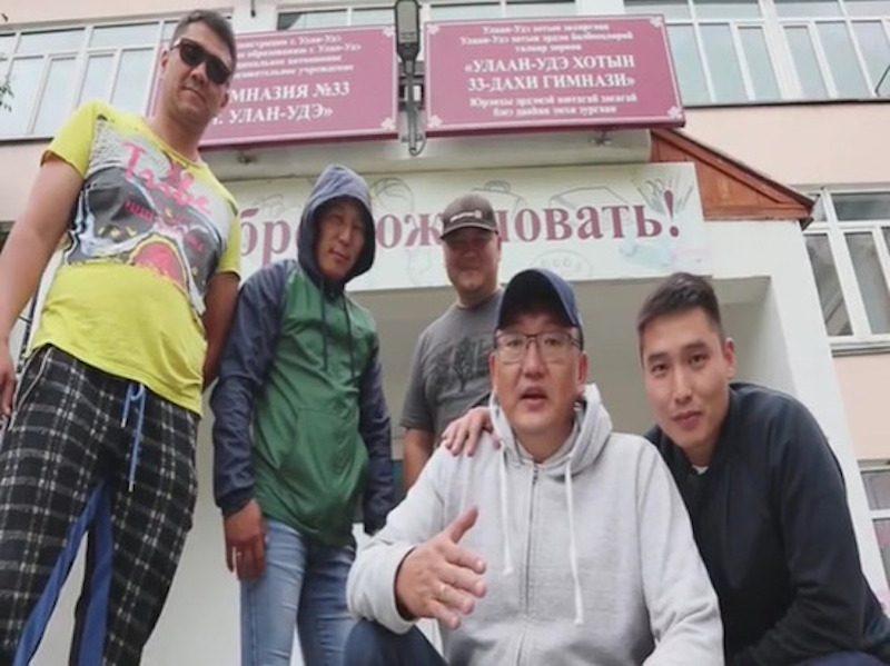 «Это не круто, это просто отстой»: депутаты спели рэп ученикам про школу