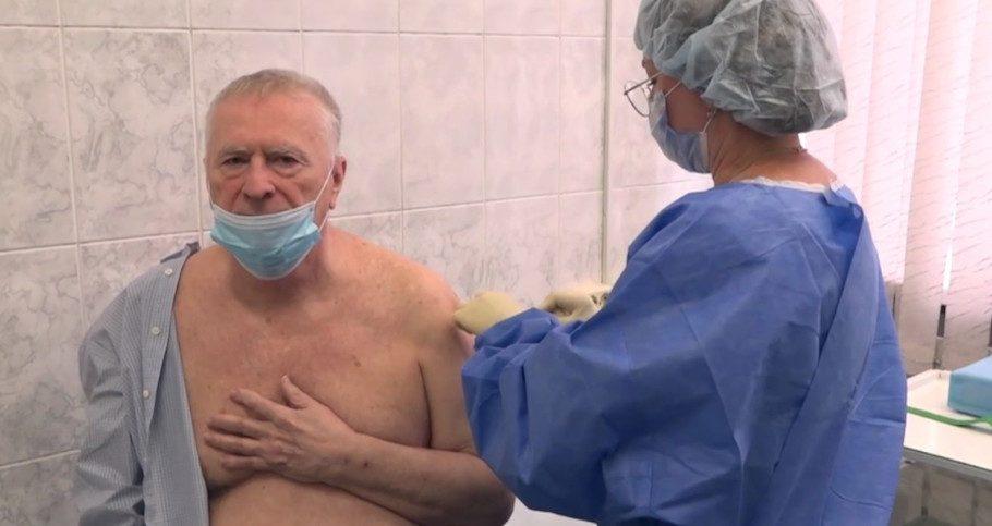 Один из первых в мире: Жириновский сделал прививку от коронавируса