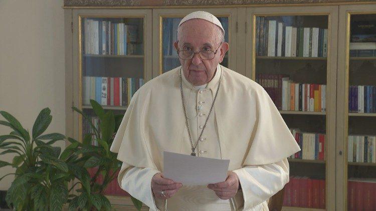 «Они тоже дети Божьи»: папа римский одобрил союзы между гомосексуалами