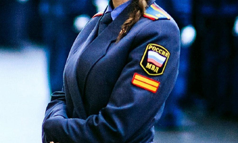 Работница полиции на месте преступления