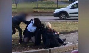 Больной коронавирусом подросток сбежал из больницы, прокусил ногу полицейской и ударил чиновницу ногой в лицо
