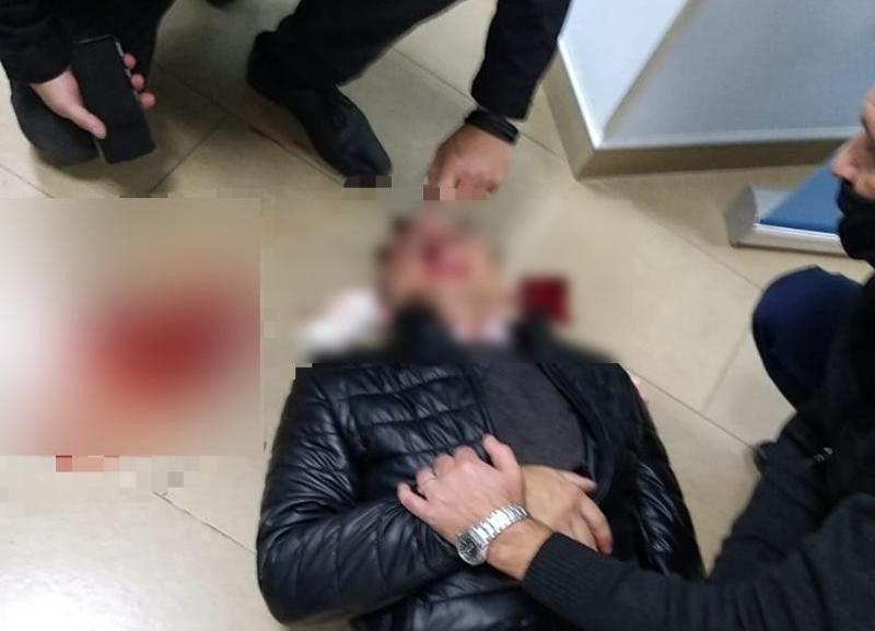 Волгоградцу проломили голову кастетом в отделении Сбербанка после ссоры в родительском чате