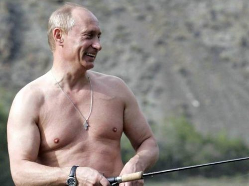 Премьер-министр Финляндии снялась в пиджаке на голое тело. Эротическое фото вызвало споры