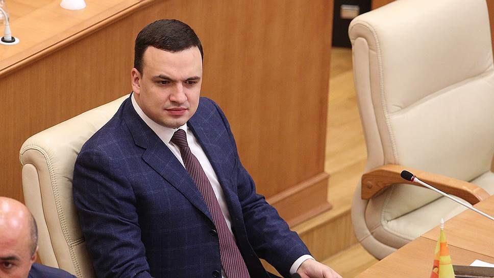 «Убрать!»: власти Березовского «превратили» депутата Госдумы в местного Навального