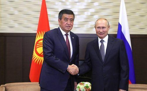 Сожгли парламент, освободили экс-президента: в Киргизии случился госпереворот
