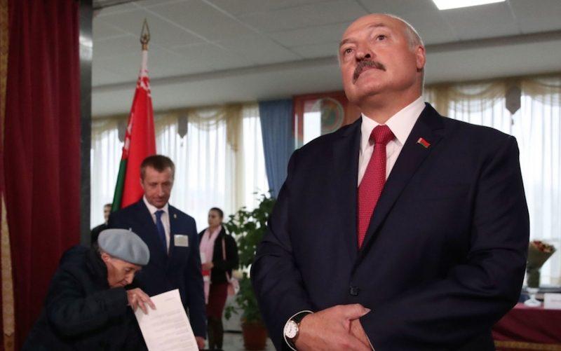 ЕС ввел санкции против белорусских чиновников и пожалел Лукашенко
