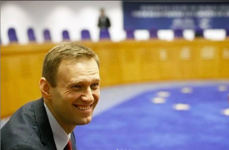 «Вообще смешно»: Навальный назвал ложью ограничения на выезд из России и вмешательство Путина