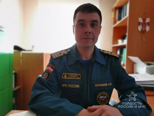 Сотрудник МЧС в Хабаровске спас семейство белух с детенышем: всю ночь отгонял хищников и поливал водой