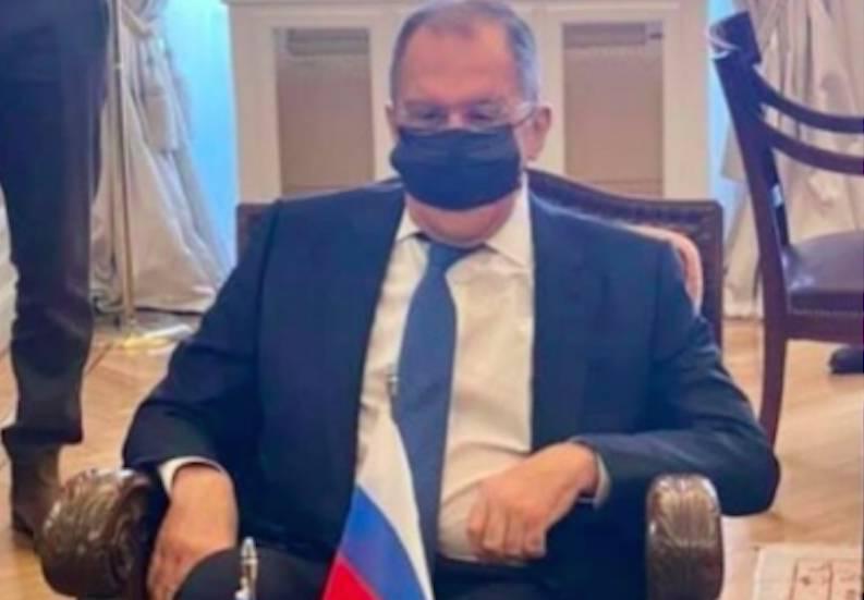 Глава МИД России Лавров шокировал своим видом в маске