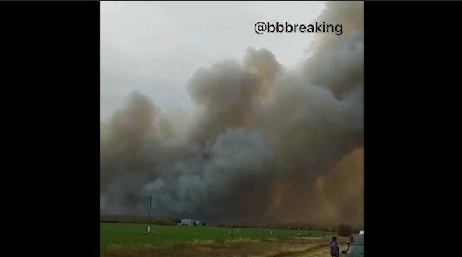 Люди в панике бегут: под Рязанью взрываются военные склады