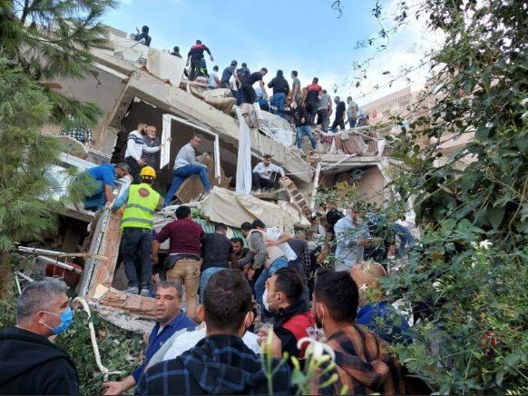 Мощное землетрясение в Турции унесло жизни 25-ти человек