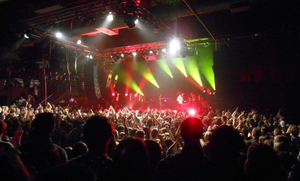 Вход по «паролю»: Собянин ввел ограничения на работу ночных клубов и дискотек