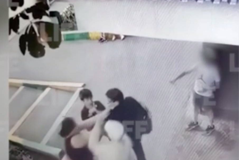 В Самаре помощник прокурора напала на пенсионерку, защищая сына