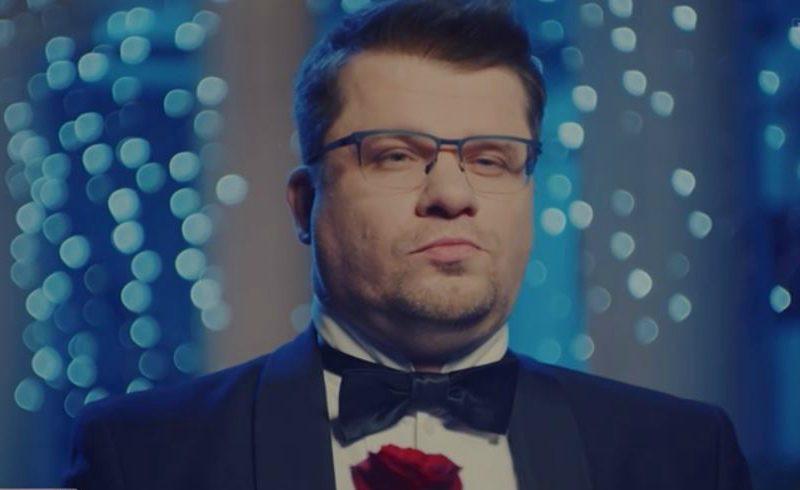 Гарик Харламов высмеял Кристину Асмус в пародии на шоу «Холостяк»