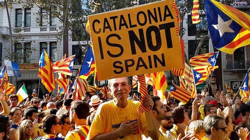 В Испании митингующие каталонцы «доказали» властям наличие «русского следа», спев хором «Калинка моя!»