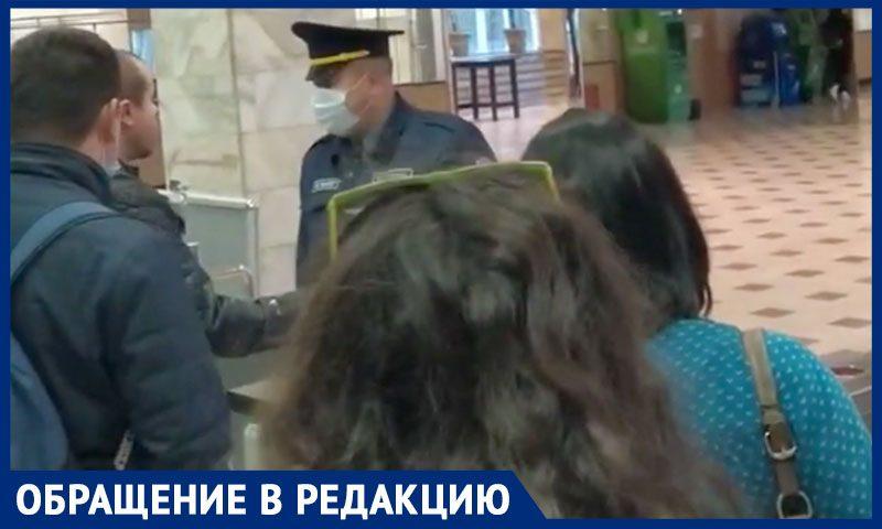 В РЭУ им. Плеханова сотрудников  столовой не пустили на работу, рассказали активисты