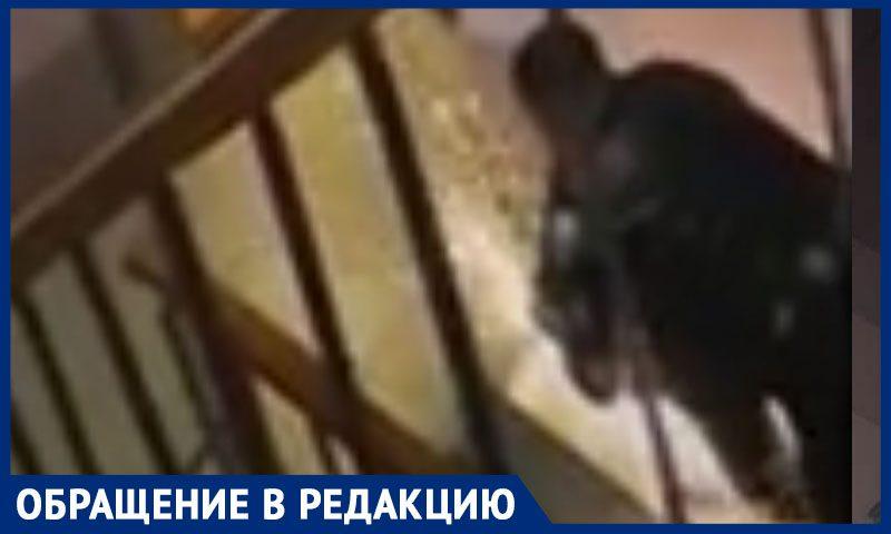 Ростовчанин ночью спилил пандус, установленный для ребенка-инвалида, рассказали соседи
