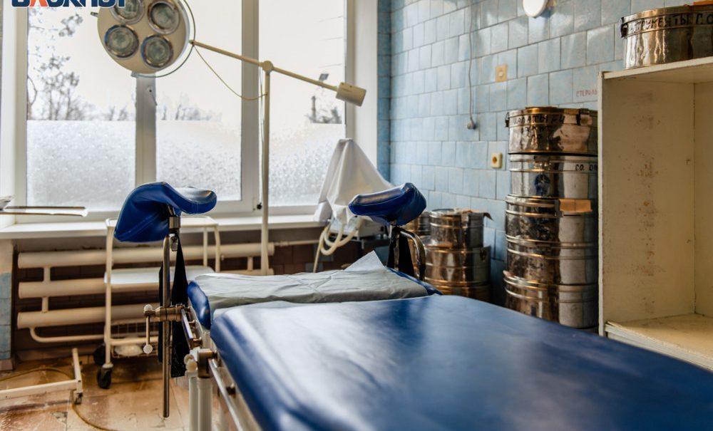 В Волгограде разбираются в странной смерти выпавшего из окна больницы пациента с COVID-19