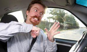 «Ты раб, зомби и зашуганный россиянин»: пассажиры такси оскорбляли водителя за просьбу надеть маски