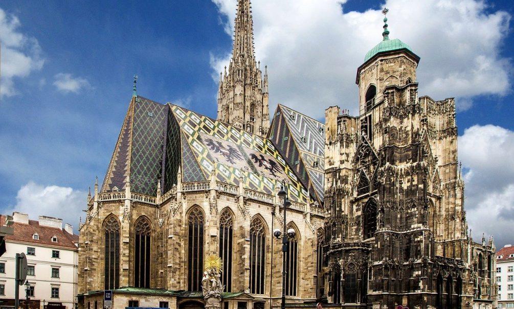 Полсотни исламистов разгромили католический храм в Вене