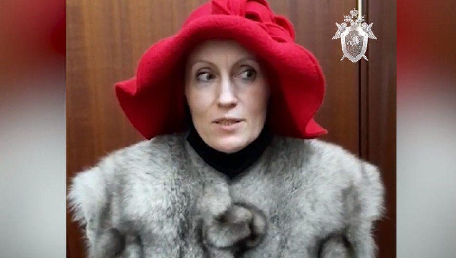 Московская актриса с «красным кандибобером» на голове заказала убийство собственного отца