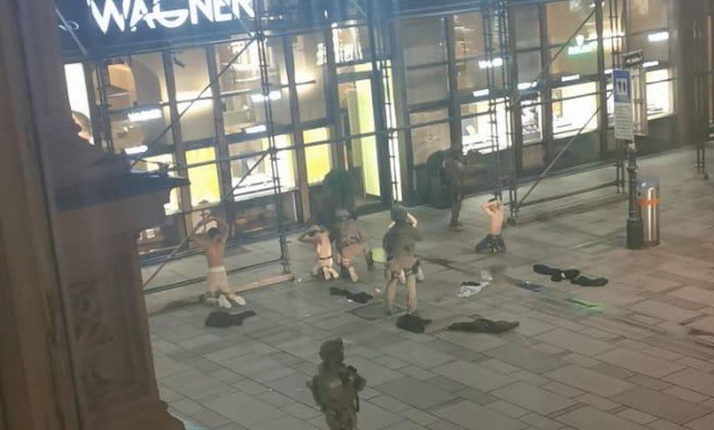 «Нам было очень страшно»: что известно о ночном нападении террористов на Вену