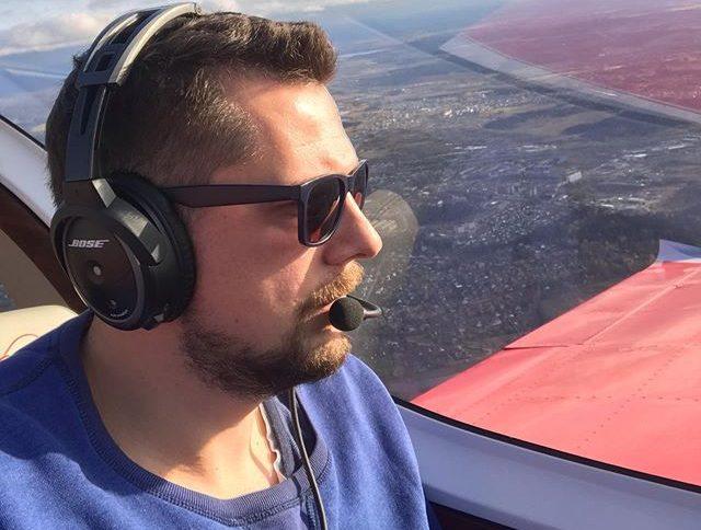 Жертвами авиакатастрофы в Подмосковье оказались известный телеведущий и его жена