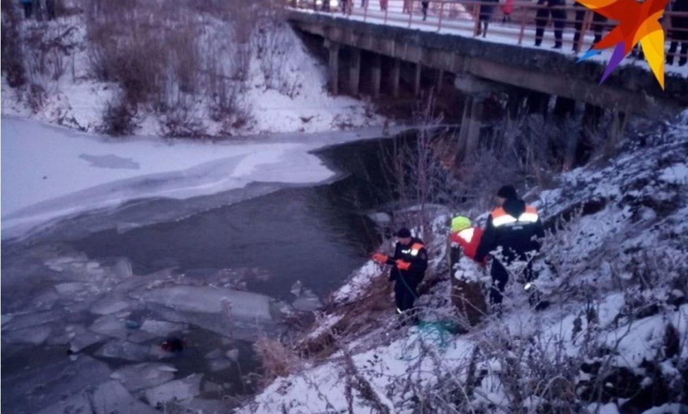 В Перми женщина и ребенок утонули в съехавшей на лед машине, пока отец ходил в магазин