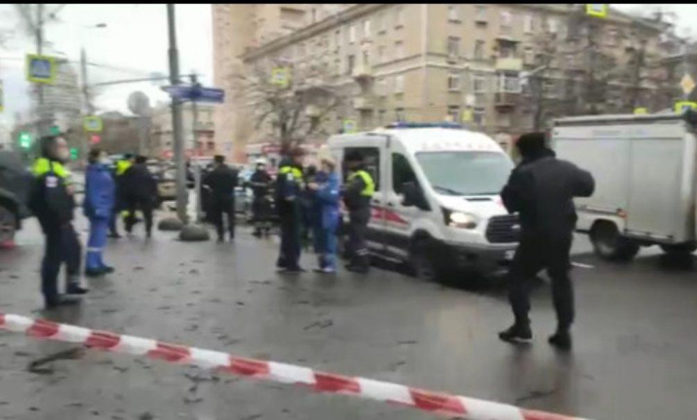 В Москве лихач на джипе вылетел на тротуар и сбил пешеходов. Есть жертвы
