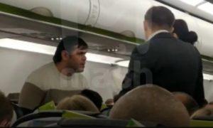 Вы делаете это без уважения: россиянин учинил дебош в самолете — его взбесил инструктаж по безопасности