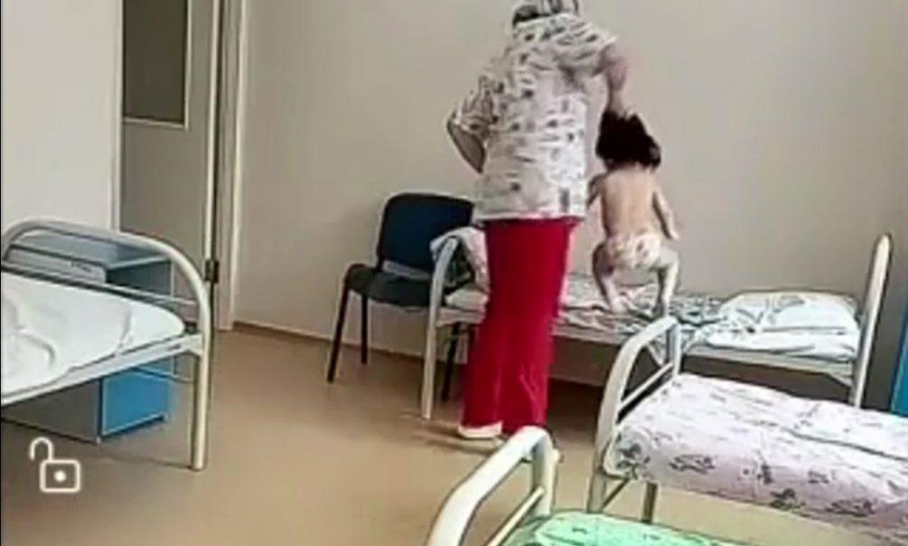Сибирская медсестра-садистка «укладывала» маленьких больных туберкулезом, хватая за волосы и швыряя