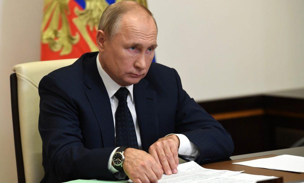 «Его ноги постоянно двигаются, пальцы дергаются»: The Sun поставила Путину диагноз и «прописала» уход в январе