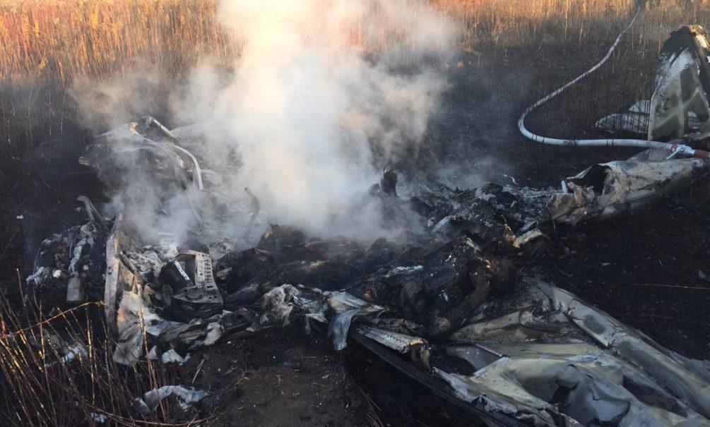 Авиакатастрофа в Подмосковье: пилот едва успел увести самолет от дороги и домов