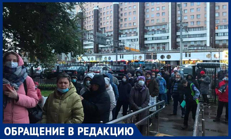 """""""Борьба с ковидом или с людьми?"""" Больные и здоровые стоят по 5 часов в московских поликлиниках"""