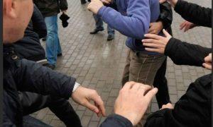 В Ельце толпой избили бизнесмена. Полиция стояла, смотрела, но не вмешивалась
