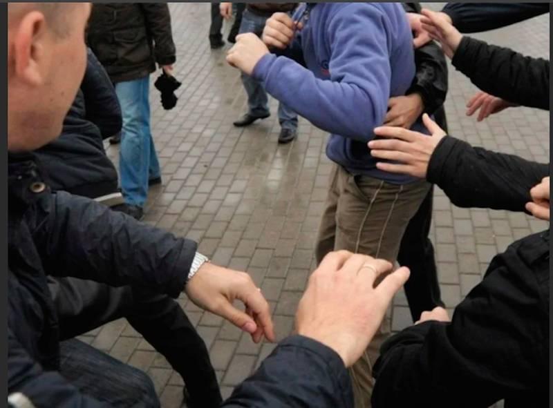 Отцы школьников устроили драку после ссоры в родительском чате в Санкт-Петербурге