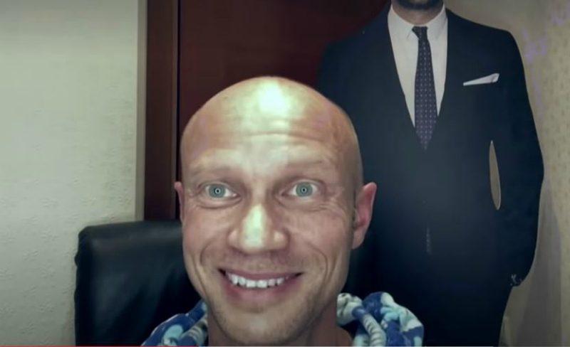 «Малыш, как же ты нас напугал!»: Хрусталев вышел на видеосвязь в студии «Вечернего Урганта»