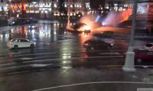 В Минске иномарка влетела в Стеллу победы, взорвалась и перевернулась
