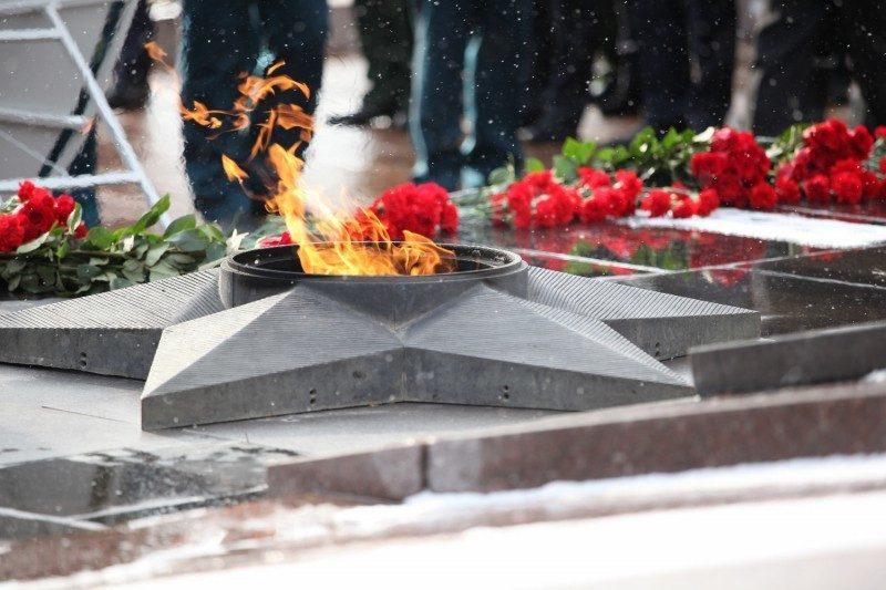 В Волгограде замяли скандал с осквернением Вечного огня контрактниками из Дагестана
