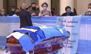Аргентинцы проводили Марадону массовыми драками с полицией