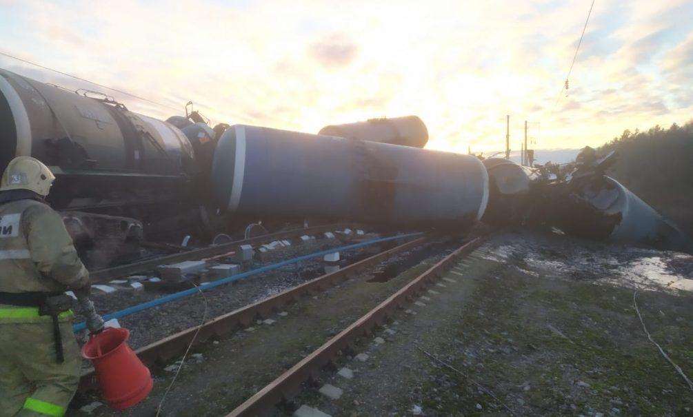 Десятки вагонов под откос: возле Владимира потерпел крушение грузовой поезд