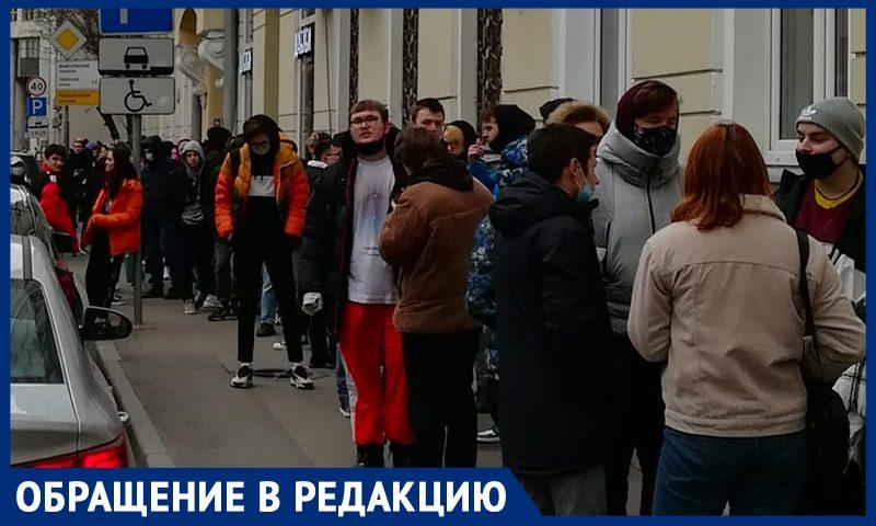 От скуки без культурной жизни москвичи выстроились в очередь за татуировками
