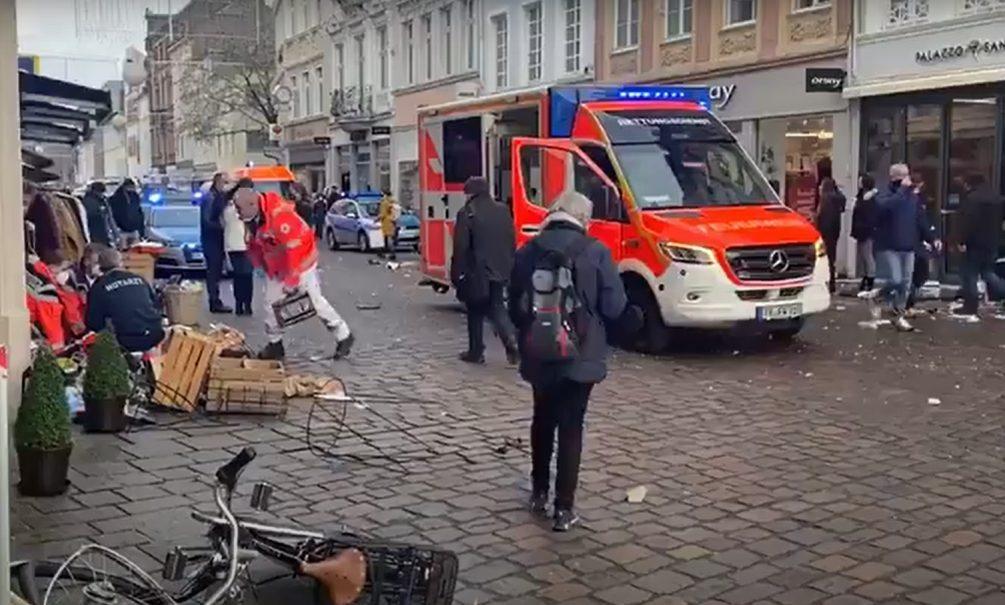 Есть убитые и раненые: в немецком городе внедорожник влетел в толпу