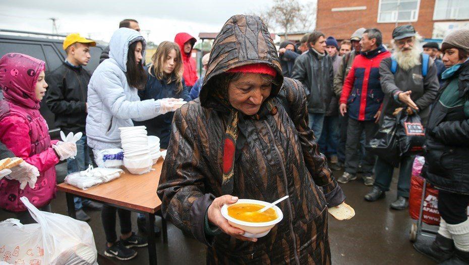 Спасение бедных — за счет самих бедных: за борьбу чиновников с нищетой россияне заплатят триллионы из своего кармана