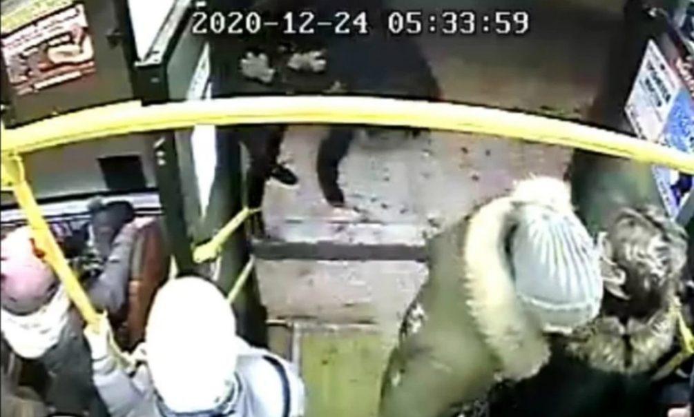 Хабаровские кондукторы настолько суровы, что бьют пассажиров, если у них нет сдачи