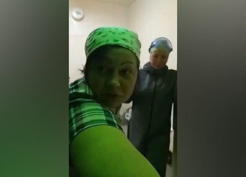 Пьяных медсестер сняли на видео в отделении реанимации ковидного госпиталя в Ростовской области