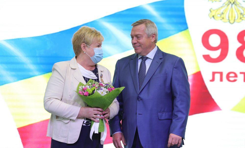 Ростовский губернатор Василий Голубев подарит цветы за 1,2 млн рублей из кармана налогоплательщиков