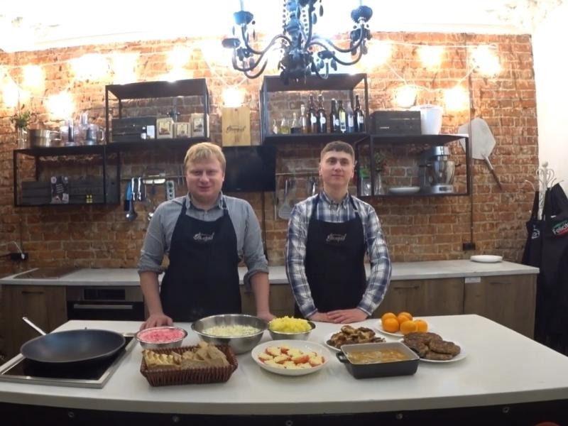 Как приготовить шесть новогодних блюд на семью за тысячу рублей, показал блогер из Воронежа