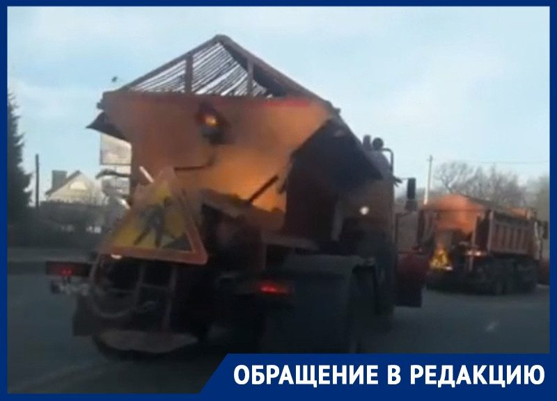 Зачем чистить снег, которого нет: чиновники нелепо объяснили катание спецтехники по бесснежному Воронежу