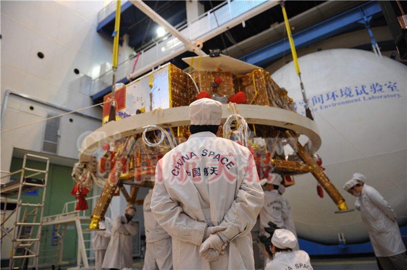 """Китайцы подкинули миру коронавирус, чтобы """"под шумок"""" колонизировать Луну"""